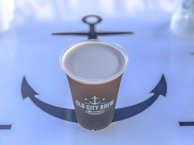 Koffiemok met anker en tekst