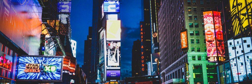 billboards in drukke straat