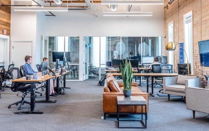mensen in een kantoor
