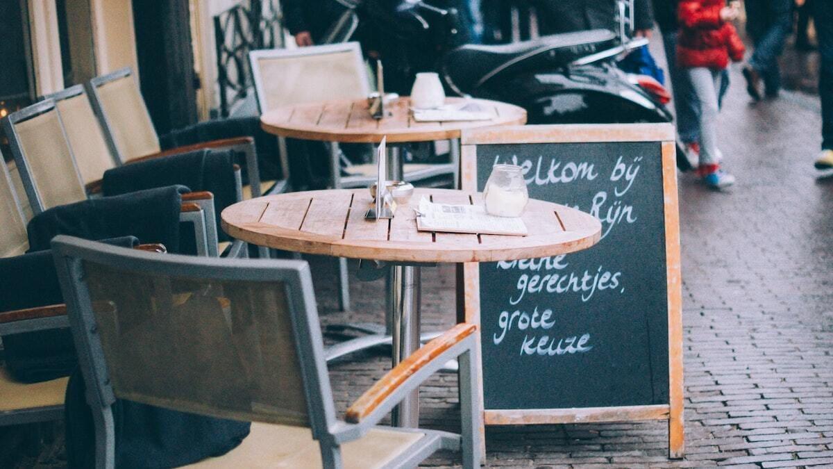 restaurant met bord