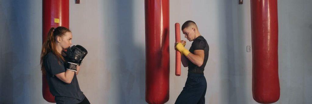 man en vrouw boksen